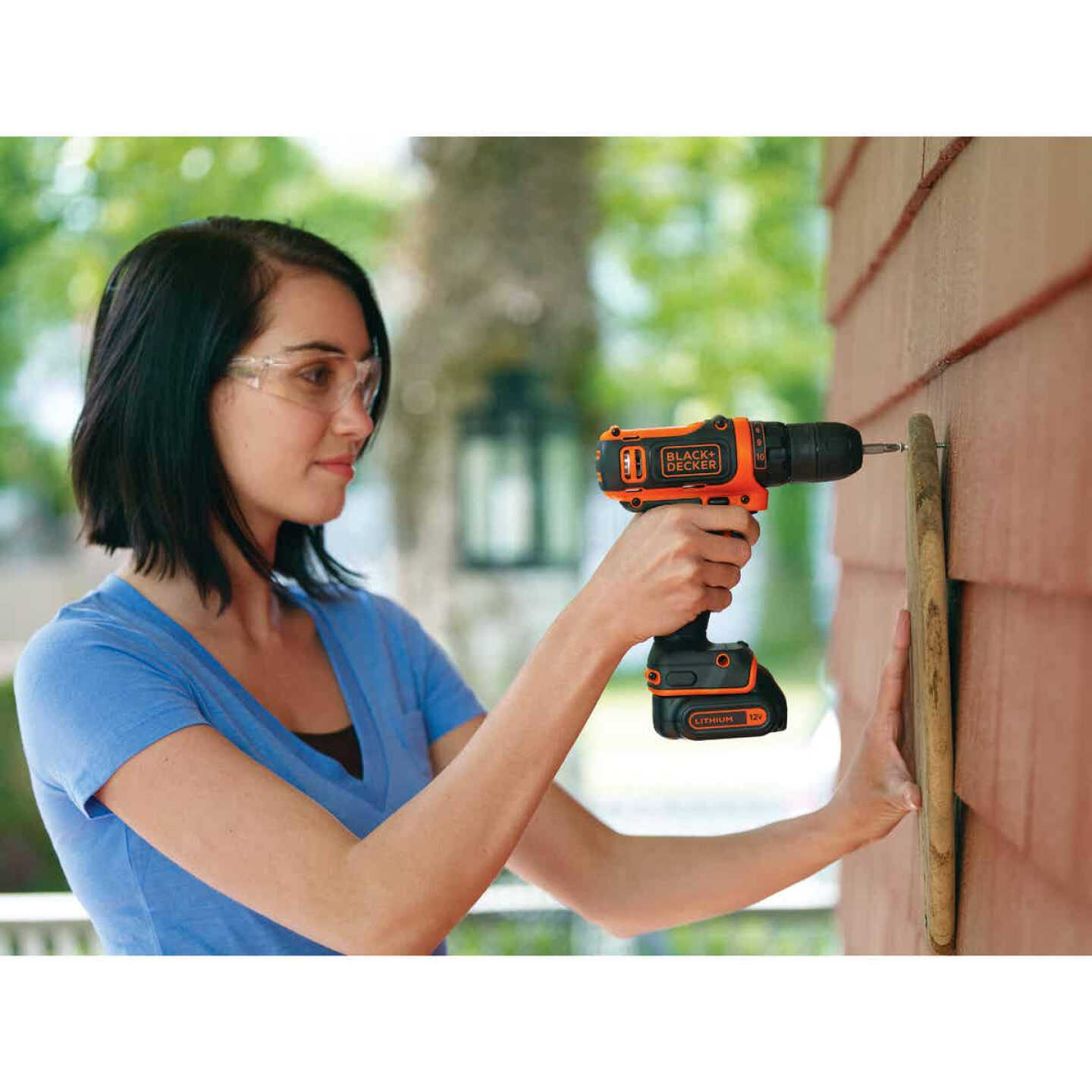 Black & Decker 12 Volt MAX Lithium-Ion 3/8 In. Cordless Drill Kit Image 3